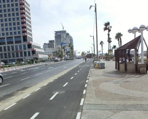 מסלול האופניים בטיילת להט חוף הים תל אביב