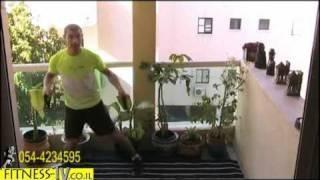 סרטון כושר- חיזוק שרירי הישבן בעזרת גומיית כושר
