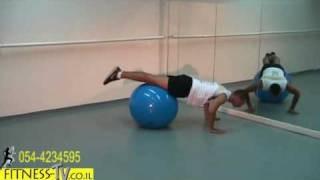 תרגילים לחיזוק שרירי החזה הגב ושרירי הידיים עם כדור פיטבול