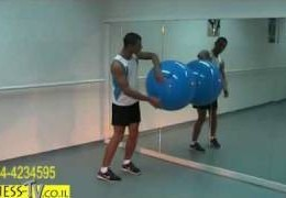 סרטון עם תרגיל הסקוואט בעזרת כדור פיטבול fitball