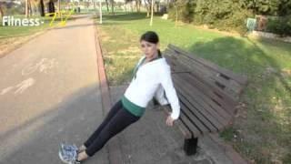 תרגילי כוח מגוונים בעזרת ספסל בפארק