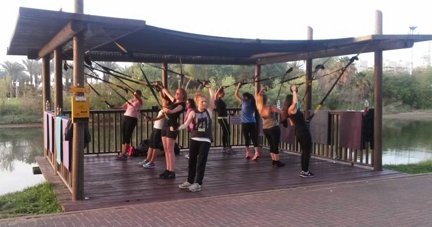 אימון TRX בקבוצה פארק הירקון